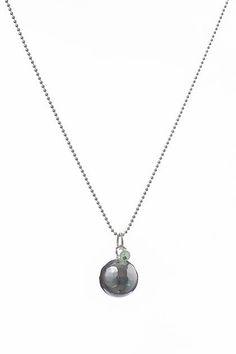 Pendentif boule harmonie de grossesse argent et mini perle de jade verte | The Good Karma Shop #grossesse #bijou #cadeau #jade #pierresacrée #gémmologie #pierreactive #sagesse