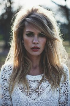 Side bangs with volume hairstyle trend