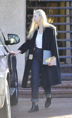 Elle Fanning out in Studio City yesterday  I love this girl and her timeless style.