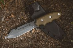 Some of the high-quality bowie knives in market and definite guide to purchase best bowie knife. These bowie knives act as a hunting knife, camping knife, survival knife, etc,. Pocket Knife Brands, Best Pocket Knife, Pocket Knives, Tactical Swords, Tactical Knives, Spyderco Knives, Best Bowie Knife, Earthquake Kits, Fancy Kitchens