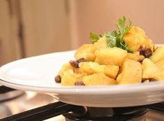 Que tal tentar algo diferente? A batata doce fornece energia, além de ser super saborosa! Veja como refoga-la, é uma delícia! http://goo.gl/qnpFd6