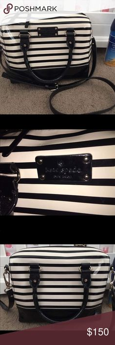 Kate Spade Purse Black and white stripes Kate Spade purse. In excellent used condition, like brand new. No flaws or damages. Open to reasonable offers. **NO TRADES..please do not ask**             --POSHMARK TRANSACTION ONLY-- kate spade Bags