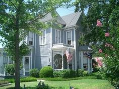 One of my favorite things about Granbury is all of the beautiful old homes.
