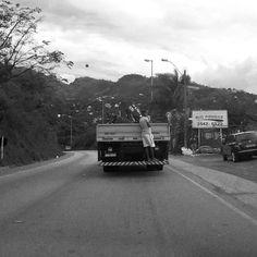 Quer carona? #BW #Brazil #minasgerais #black #white #street #streetphotography