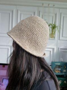 Scrap Yarn Crochet, Crochet Beret, Love Crochet, Crochet Scarves, Crochet Clothes, Diy Clothes, Knit Crochet, Crochet Hair Accessories, Crochet Hair Styles