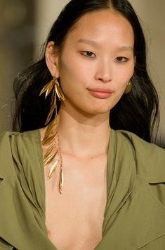 Jacquemus at Paris Fashion Week Fall 2018 - Details Runway Photos