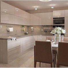 A imagem pode conter: área interna - Kitchen design - Kitchen Pantry Design, Luxury Kitchen Design, Contemporary Kitchen Design, Home Decor Kitchen, Interior Design Kitchen, Modern Kitchen Interiors, Modern Kitchen Cabinets, Kitchen Modular, Cuisines Design