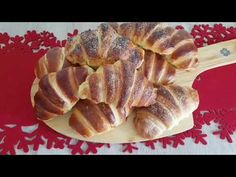 Croissante pufoase - gata in maxim 2 ore Croissant, Cookie Desserts, No Bake Desserts, Toffee Bars, Just Bake, Cake Recipes, Avocado, Deserts, Goodies