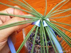 Comme je l'avais promis a certaines d'entre vous, voici mon tuto. Alors le matériel nécessaire :De la lavande, des ciseaux, un verre et... Lavender Wands, Lavender Crafts, Lavander, Garden Crafts, Garden Projects, Lavenders Blue Dilly Dilly, Diy Bouquet, Bouquets, Christmas Items