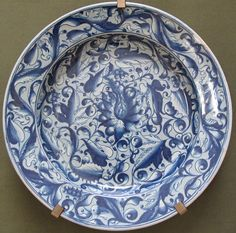 Venice, plate with ornament leafy, 1550-60 ca.JPG