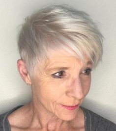 Short Platinum Pixie Over 60 Haircuts For Thin Fine Hair, Haircut For Older Women, Best Short Haircuts, Short Hair Cuts For Women, Short Hairstyles For Women, Fine Hairstyles, Pixie Haircuts, Neutral Blonde, Dark Blonde Hair Color