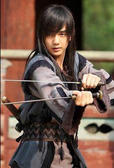 Yoo Seung Ho as Yeo Woon in Warrior Baek Dong Soo