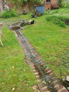 Tuin water in de tuin. I had one of these when I rented an old house it ran across the front of the garden bed creating a bit of a mower strip at the same time as a drain. The post Tuin appeared first on Garden Ideas. Garden Stream, Rain Garden, Water Garden, Dream Garden, Garden Paths, Landscape Drainage, Yard Drainage, Casas Magnolia, Drainage Solutions