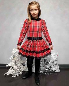 dbc405520c Piękna sukienka w kratkę z czarną koronką - Sprawdź! Fason Rozkloszowany.  blumore.pl