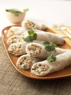 Tuna Rice-Paper Wraps: An Asian-flavored tuna mix tucked into a low carb roll up. Would be good with a peanut sauce with just a touch of heat. From Prevention Healthy Cooking. Rice Paper Recipes, Recipe Paper, Rice Recipes, Tuna Recipes, Healthy Wraps, Healthy Snacks, Healthy Recipes, Snacks List, Diabetic Recipes