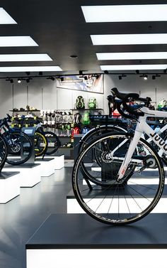 New conception Rose Biketown Munich ➤ The architects blocher partners designed the new store for the bike specialist Mtb Shop, Bike Experience, Bicycle Store, Mountain Silhouette, Shops, Retail Merchandising, Light Installation, Showcase Design, Floor Space