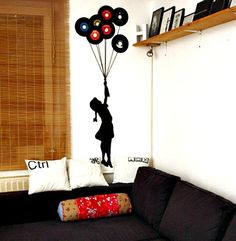 DIY_vinyl_record_wall_art_balloon