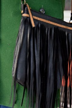 Näin ompelet käsilaukun vanhasta nahkatakista | Askartelu ja käsityöt | Strömsö | yle.fi Gym Men, Skirts, Reuse, Diy, Fashion, Moda, Bricolage, Fashion Styles, Skirt