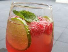 Frambozen Mojito, uiteraander zonder alcohol. Heerlijk fris drankje! Op warme dagen is dit echt heerlijk. Je hebt de volgende ingrediënten nodig: frambozen...
