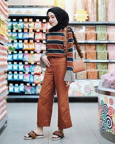 Outfit-top met hijab-top Ala Selebgram 2018 top pallazo cullotes sling bags s , Hijab Style, Casual Hijab Outfit, Casual Outfits, Cullotes Outfit Casual, Hijab Fashion Casual, Hijab Mode Inspiration, Hijab Jeans, Langer Mantel, Outfit Trends
