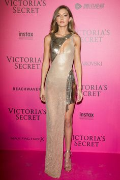 Versace Vixen from Fashion Police No one wears Versace quite like Gigi Hadid. T… Versace Vixen from Fashion Police No one wears Versace quite like Gigi Hadid. The supermodel smolders on the pink carpet at the 2016 Victoria's Secret Fashion Show after-pa Gigi Hadid Victoria Secret, Victoria Secret Fashion Show, Victoria Secret Pink, Pink Carpet, Red Carpet Looks, Red Carpet Dresses, Gigi Hadid Looks, Gigi Hadid Style, Beautiful Dresses