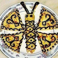 Pancakes decoration idea :P Butterfly Food, Waffles, Pancakes, Oh My Fiesta, Edible Food, How To Eat Better, Food Humor, Funny Food, Food Decoration