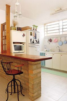 Apartment Kitchen, Home Decor Kitchen, Kitchen Design, Kitchen And Bath Remodeling, Kitchen Remodel, Modern Bungalow House, Modern Kitchen Cabinets, Minimalist Kitchen, Cheap Home Decor