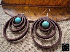 Pendientes de cuero con bolas turquesa