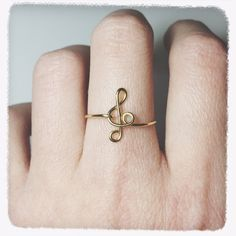 Items similar to Treble clef ring/sterling silver ring/note ring/music ring/gold ring/stacking ring/wire ring/wire wrap/wire jewelry/music teacher gift/piano on Etsy Unique Diamond Rings, Rose Gold Diamond Ring, Wedding Rings Rose Gold, Wedding Rings For Women, Music Rings, Music Jewelry, Cute Jewelry, Antique Wedding Bands, Curved Wedding Band