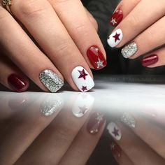 Starry Christmas Nail Art Idea in 2020 Xmas Nails, Holiday Nails, Red Nails, Christmas Nails, Red Manicure, Christmas Ideas, Fancy Nails, Cute Nails, Pretty Nails