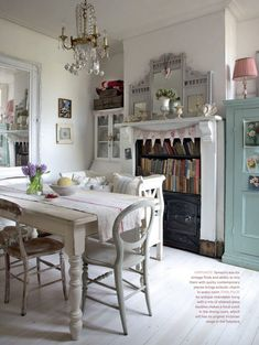 Shabby Chic Kitchen Decor – Illus Home Cottage Shabby Chic, Shabby Chic Decor, Shabby Chic Dining, Country Living Uk, Country Kitchen, Pink Und Gold, Estilo Country, Farmhouse Side Table, Cottage Farmhouse