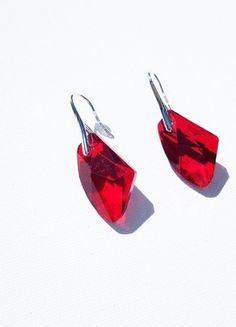 Boucles d'oreilles argentées style rubis rouge cristal