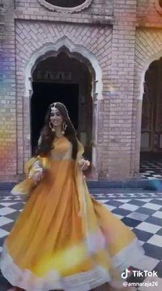 Pakistani Dresses Casual, Pakistani Bridal Wear, Indian Bridal, Beautiful Dress Designs, Beautiful Dresses, Nice Dresses, Bollywood Funny, Bollywood Wedding, Indian Wedding Video