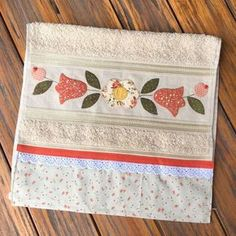 patch sofia e mel bebe Baby Girl Quilts, Girls Quilts, Patch Quilt, Applique Patterns, Applique Designs, Sewing Crafts, Sewing Projects, Bathroom Towel Decor, Fancy Hands