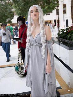 Looks EXACTLY like Margaery Tyrell - Cosplays Daenerys Targaryen :/ SA Girl Gamers: Game of Thrones Cosplay