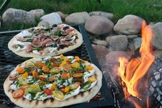 There's no one better to teach the secrets of perfect grilled pizza than Jim Lahey, owner of Sullivan Street Bakery and Co. pizzeria in New York, and… Camping Meals, Camping Tips, Camping Pizza, Barbecue Camping, Camping Recipes, Tent Camping, Glamping, Jim Lahey, Perfect Grill