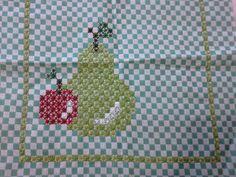 Bordado em tecido xadrez - Amostra de Bordado/Frutas (Detalhes sobre o bordado... Visitar)