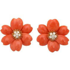 Pre-owned Van Cleef & Arpels Coral Diamond Gold Rose de Noel Earclips (€43.760) ❤ liked on Polyvore featuring jewelry, earrings, accessories, orecchini, clip-on earrings, diamond clip on earrings, coral earrings, diamond earrings, clip earrings and orange earrings