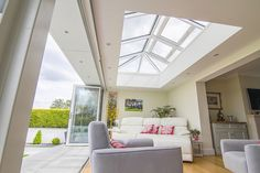 Roof Lanterns have gained huge popularity over the last 3 years. There is a vast array of products to choose from in either Hardwood, uPVC or Aluminium. Bifold Doors Onto Patio, Orangery Roof, Home Living Room, Living Spaces, Dormer Bungalow, Bungalow Extensions, Single Storey Extension, Roof Coating, Roof Lantern
