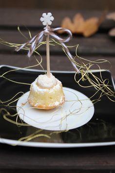 White Chocolate Gugl mit Zimtsahne, das perfekte Weihnachtscookie, mit Liebe gemacht, einfach zu backen und nach Wunsch zu dekorieren. Das ideale Geschenk aus der Küche für Advent und Weihnachten. Und hier ist das Rezept http://wolkenfeeskuechenwerkstatt.blogspot.de/2012/12/adventskalender-1-turchen-white.html