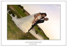 Fotografía pareja de novios en campo de golf