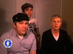 Ellen Degeneres Bathroom Concert Series- Patrick Stump and Pete Wentz- Womanizer - YouTube Liza! This makes me so happy!