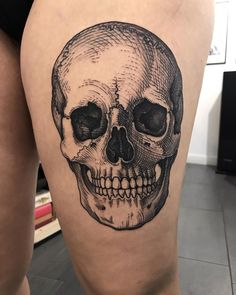 MAUD DARADEAU Skull Thigh Tattoos, Aa Tattoos, Girl Arm Tattoos, Sugar Skull Tattoos, Black Ink Tattoos, Unique Tattoos, Body Art Tattoos, Sleeve Tattoos, Flower Tattoos