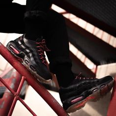 50d8ac96c6731d Nike Air Max 95 « Black Infrared ». Latest Sneakers