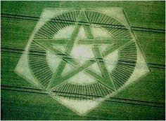 - Inspiration for my Mandala nr. 295 - Crop Circle near Barton Le Clay, Bedfordshire, England WovenPentagram.jpg (360×264)