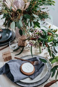 christmas table Beautiful Australian Christmas Inspiration by Eclective Creative with native Australian flowers and a neutral colour palette with touches of silver.