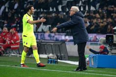 Head coach  of Udinese Luigi Del Neri (R) issues instructions during the Serie A match between Udinese Calcio and Bologna FC at Stadio Friuli on December 5, 2016 in Udine, Italy.