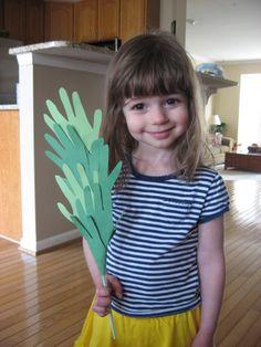 Palm Praises Handprint Craft Credit: kiddie crafts 365 blog