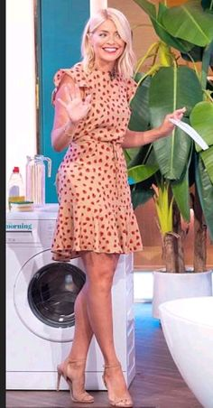 Turning heads: The TV presenter, dazzled in an affordable nude and red dress with a drawstring waist from online brand Holly Willoughby Hair, Holly Willoughby Outfits, Dressy Casual Outfits, Stylish Outfits, Work Fashion, Fashion Outfits, Covet Fashion, Elegantes Outfit, Tv Presenters