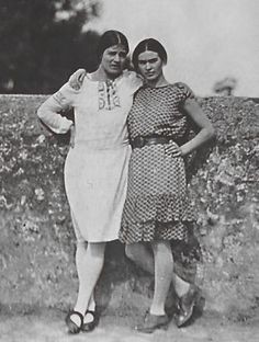 Frida and her sister, Cristina.